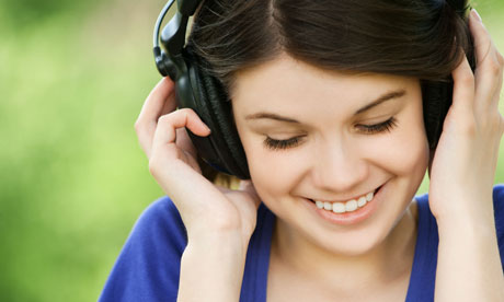 Young-woman-listening-to-music
